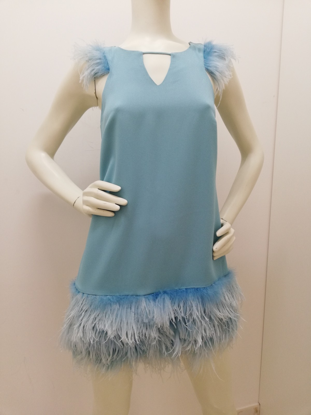 new style 759ec 3ee6c Dress with feathers. Patrizia Pepe